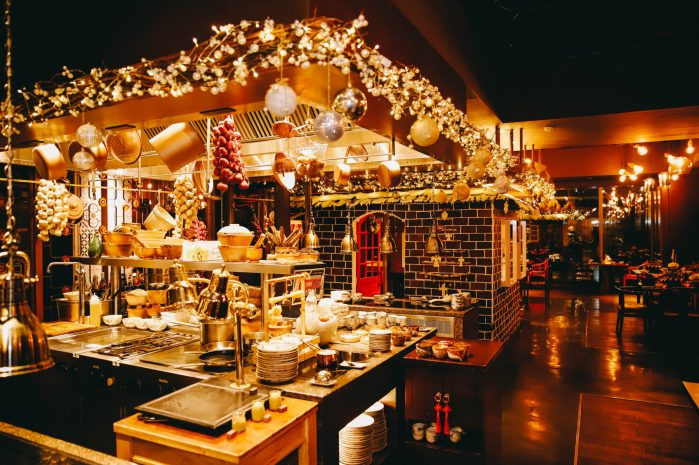 family-christmas-day-dinner