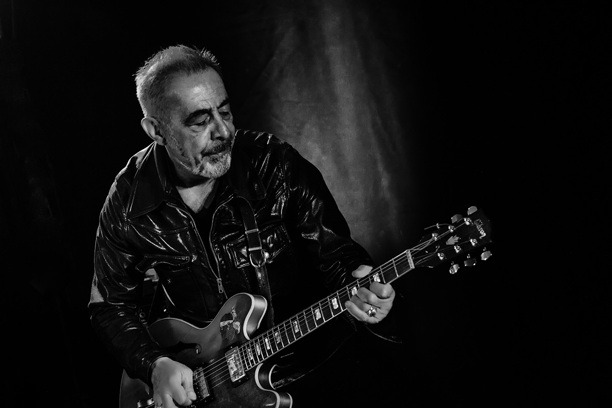 legendary-guitarist-henry-padovani-performs-at-metropole-hanoi