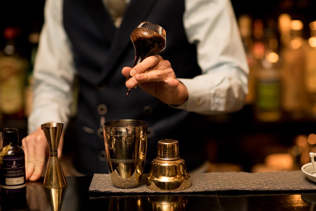 angelina-chao-don-bartender-khach-moi-rogerio-igarashi-vaz
