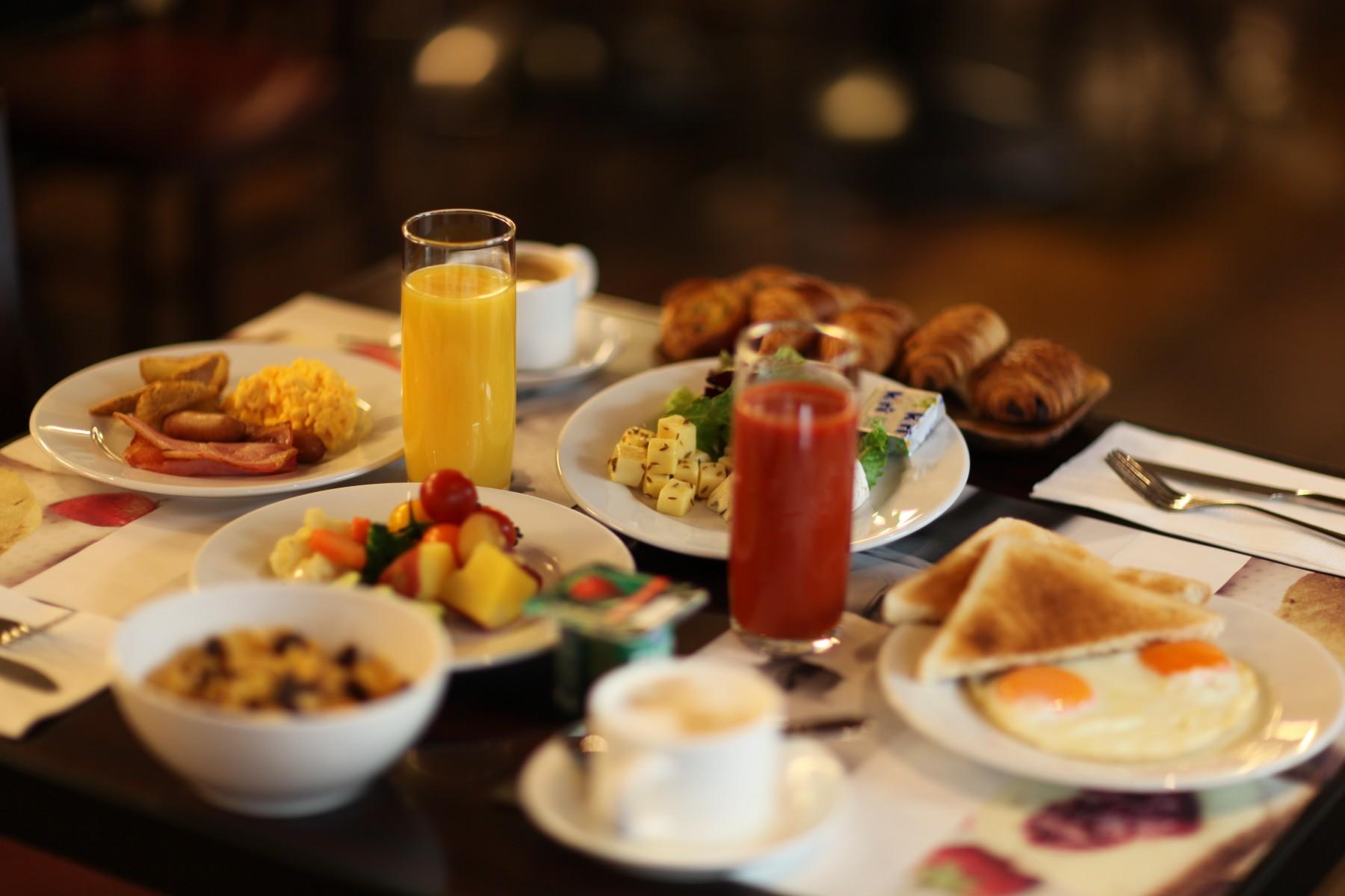 breakfast-set-menu-for-%c2%a5-1800