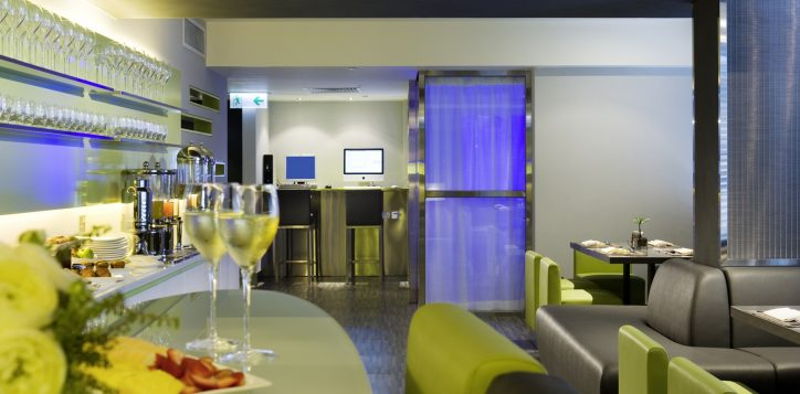 1-hotel_facilities_premier_lounge_2-jpg-2