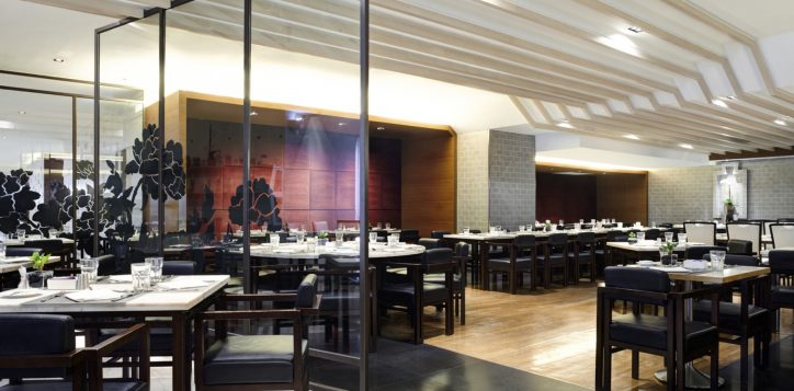 2-restaurantbar_the_square_2-2