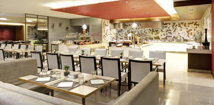 1-restaurantbars_the_square_1-2