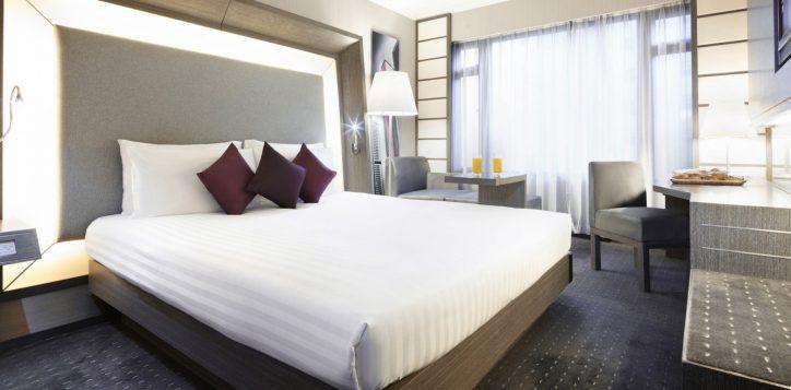 1-roomssuites_superior_king1