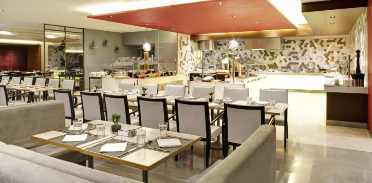 1-restaurantbars_the_square_11
